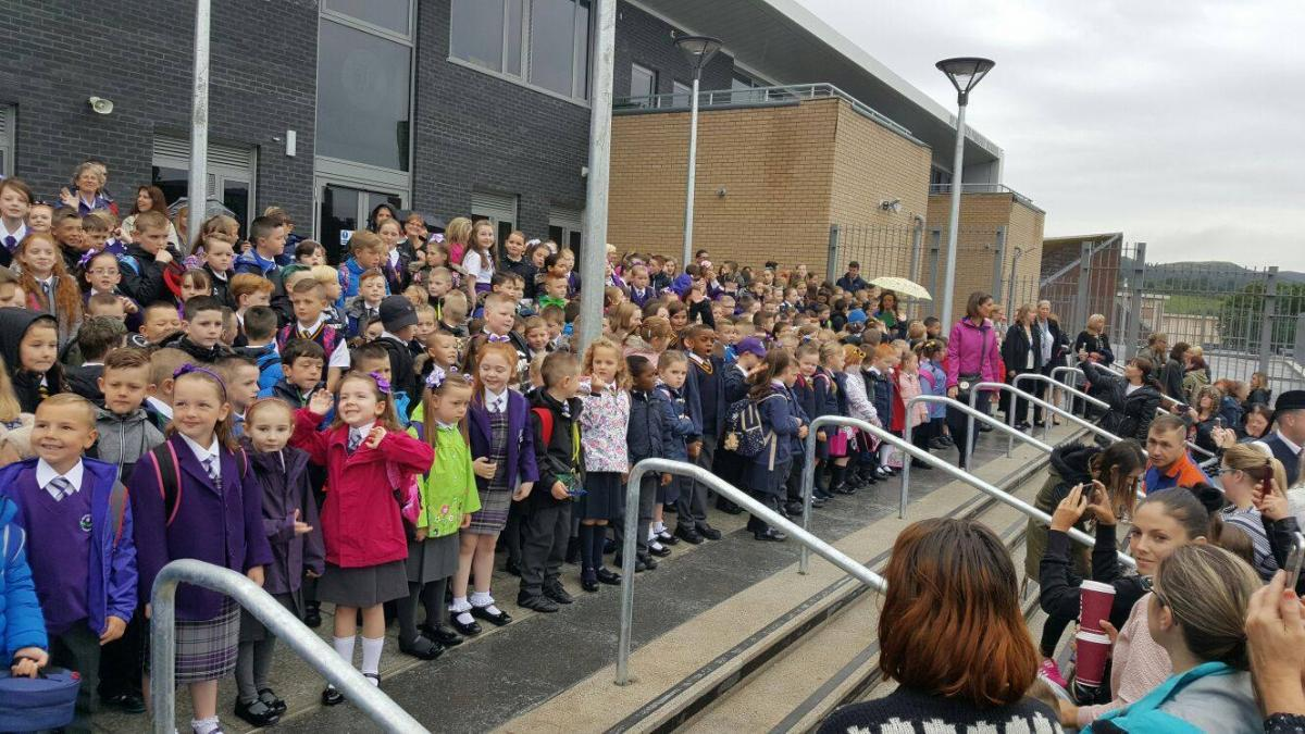 Piper leads school pupils to new £9m Bellsmyre campus   Dumbarton and Vale  of Leven Reporter